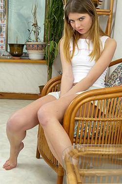 Süpermodel Petrona Berlin Escort, istek üzerine jartiyer veya yüksek topuklu ayakkabılarla seks